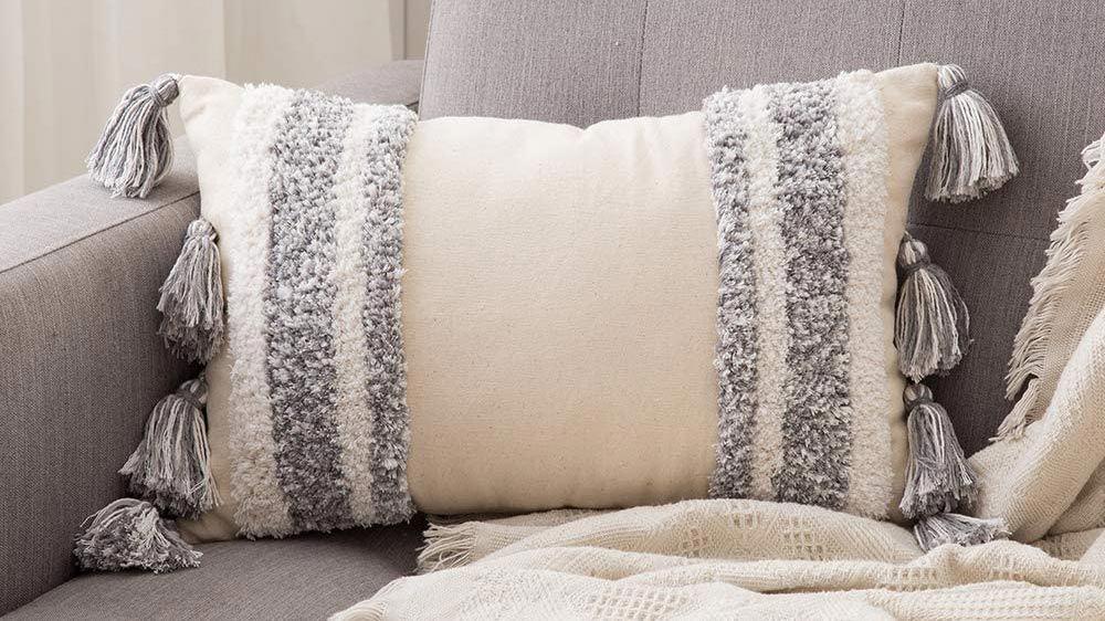 Couvre-lits et coussins ethniques pour l'automne