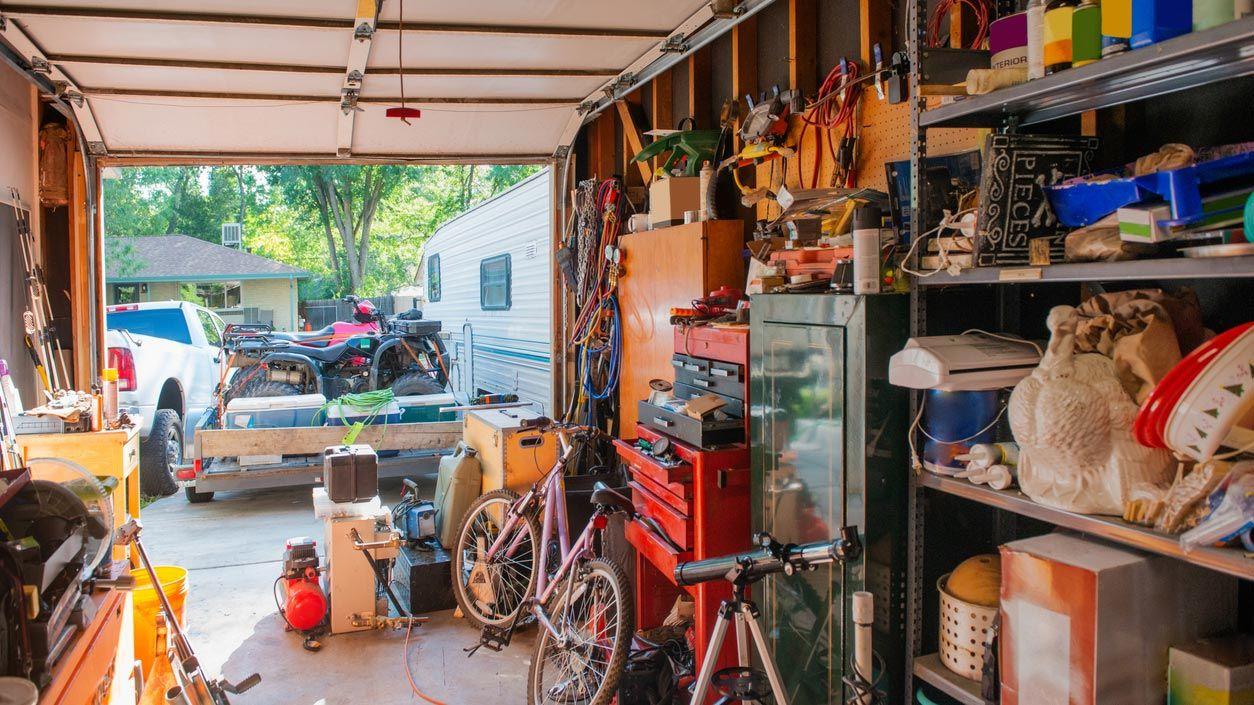 Rangez les choses dans le garage sans faire de dégâts