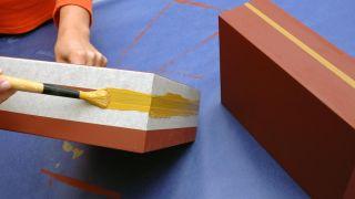 Transformez un tabouret en meuble pour la salle - Étape 2