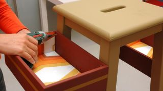 Transformez un tabouret en meuble d'entrée - Étape 5