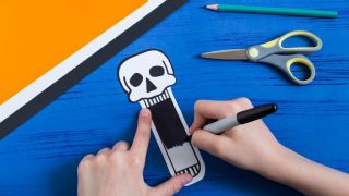 Comment faire un crâne effrayant en papier - Étape 2