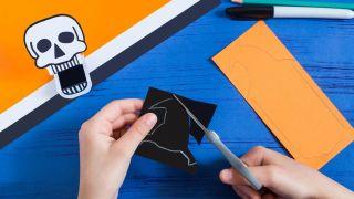 Comment faire une citrouille en papier effrayante - Étape 1