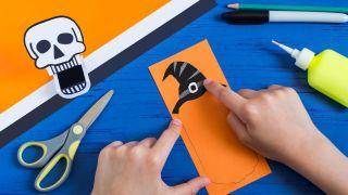 Comment faire une citrouille en papier effrayante - Étape 3