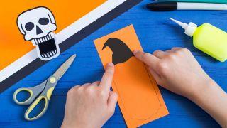 Comment faire une citrouille en papier effrayante - Étape 2