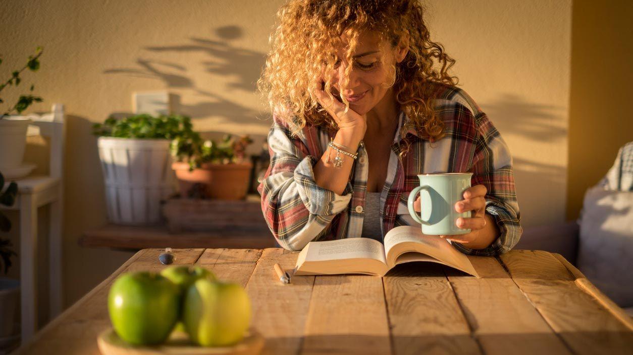 Coin lecture pour un patio intérieur