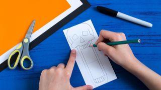 Comment faire un crâne en papier effrayant - Étape 1
